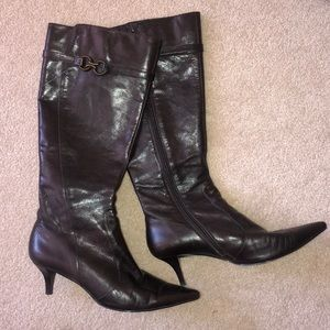 mini heel, pointed toe leather boots